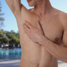causas de la hiperhidrosis axilar